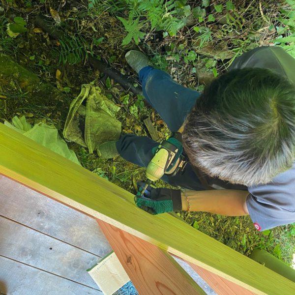 美濃市ろうきんの森でグリーンウッドワークの拠点作りのお手伝い